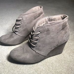New taupe lace wedges
